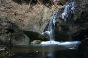 凍結した月待の滝