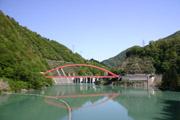 宇奈月ダムと赤い橋の壁紙