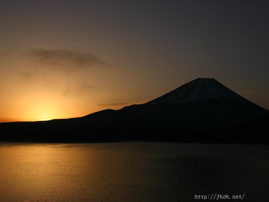 本栖湖からの富士山と朝日の壁紙 風景写真無料壁紙
