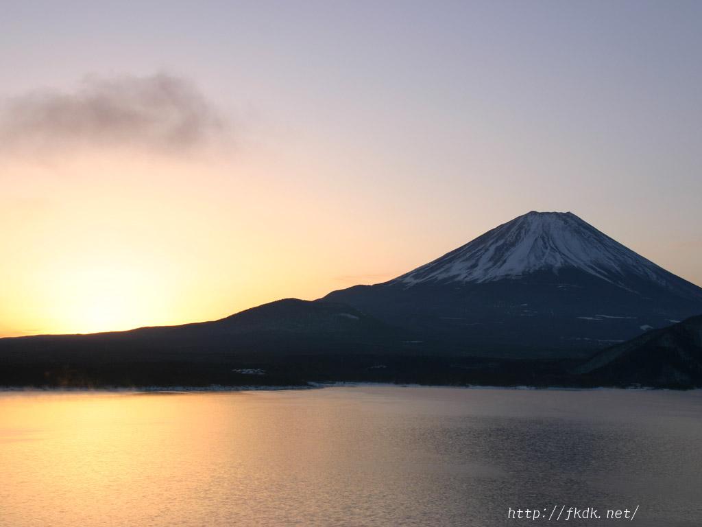 本栖湖の夜明け