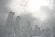 樹氷と輝く雲の壁紙