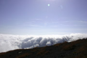 逆光の雲海の壁紙