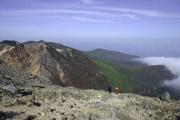 朝日岳と登山者の壁紙