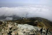 茶臼岳登山道と雲海の壁紙