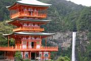 那智の滝と三重の塔の壁紙