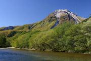 梓川と焼岳の壁紙