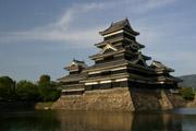 松本城と堀の壁紙