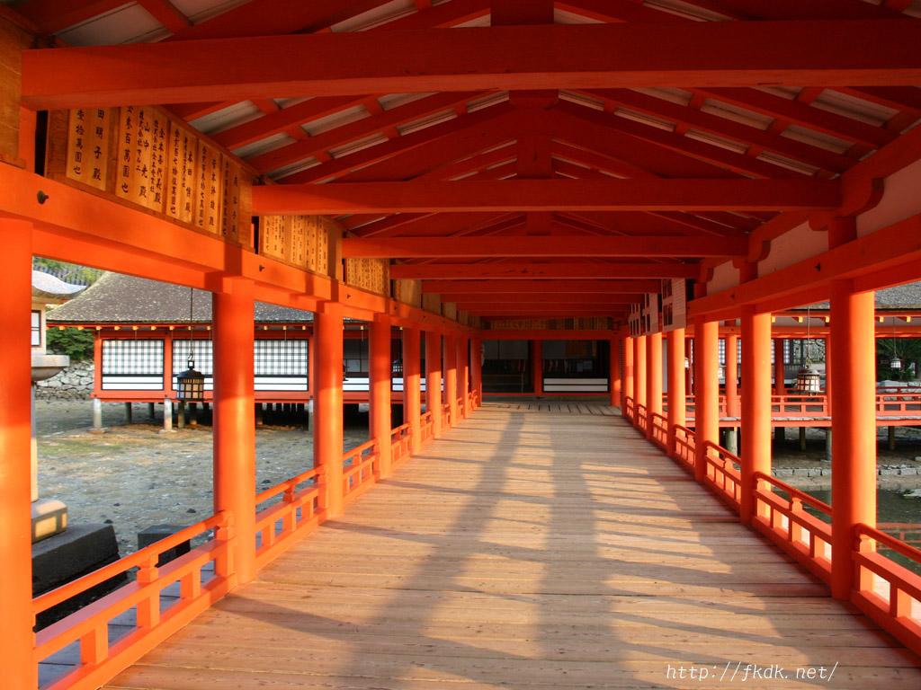 厳島神社内部