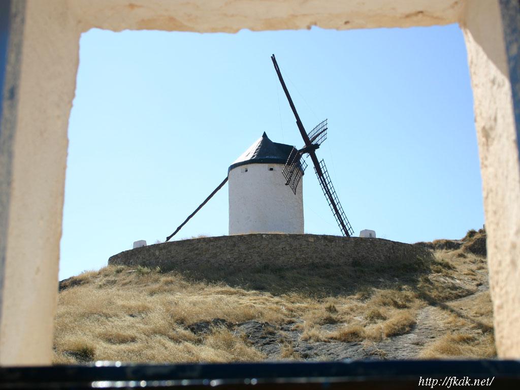 小窓からの風車