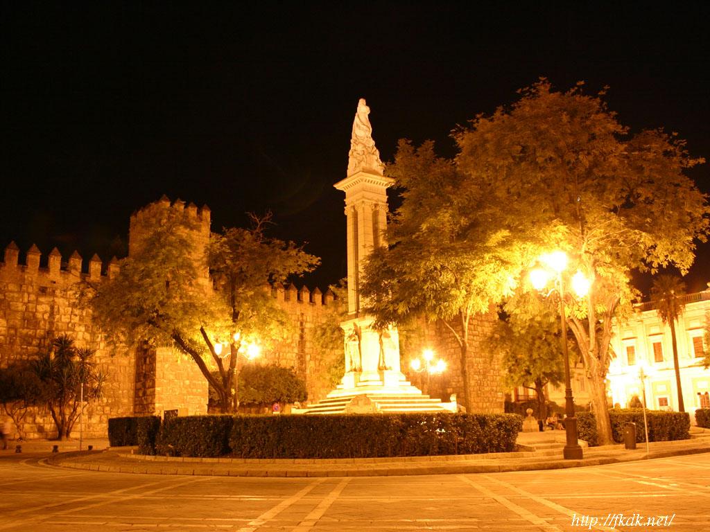 アルカサル前の広場夜景